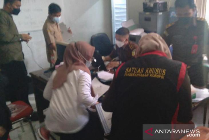 Kejari Karawang geledah kantor Distan terkait dugaan korupsi damparit