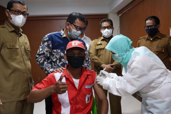 Lawan COVID-19, Bupati Aceh Selatan ajak sukseskan vaksinasi