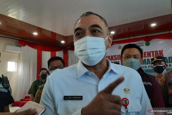 Bupati Ahmed Zaki optimistis vaksinasi capai target sebelum akhir tahun