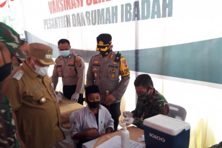 Ratusan santri Ulumul Quran Stabat ikuti vaksinasi COVID-19