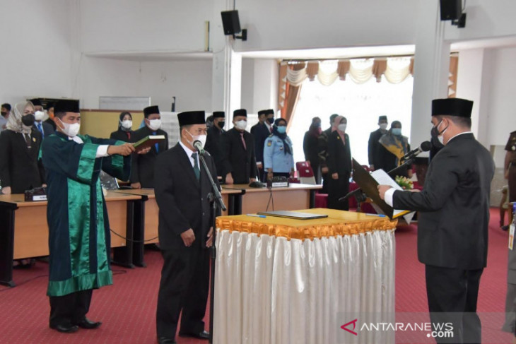 Muhammad Bustami resmi dilantik PAW Anggota DPRD HSS
