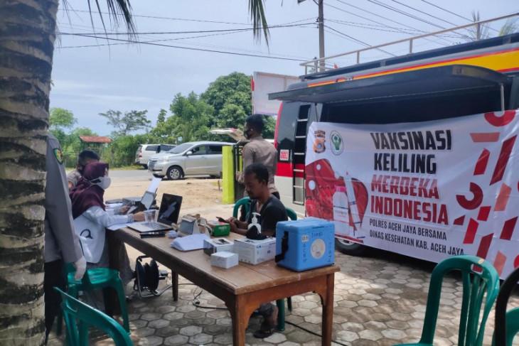 Dongkrak vaksinasi, Polres Aceh Jaya gelar vaksin keliling