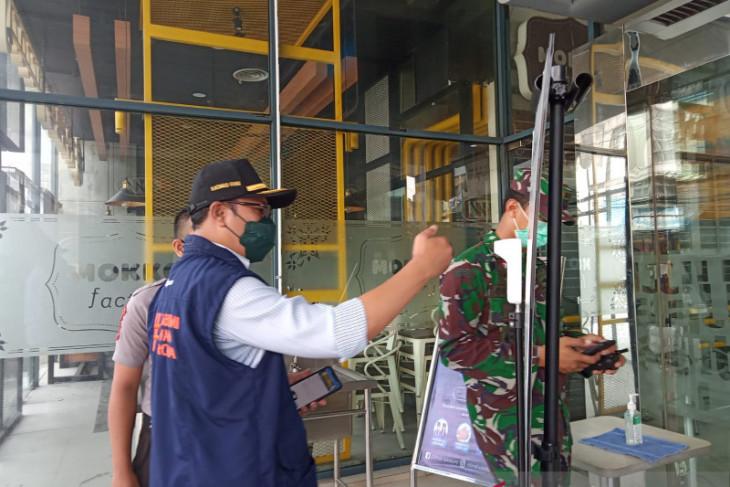 Pengawasan prokes di pusat perbelanjaan Kota Sukabumi ditingkatkan