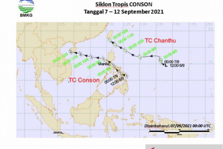 Bibit siklon 92W menjauh masih  berdampak hujan di Indonesia