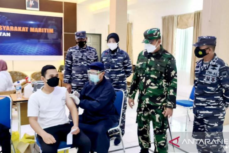 TNI AL vaksinasi massal 10.961 warga pesisir Kalimantan Selatan
