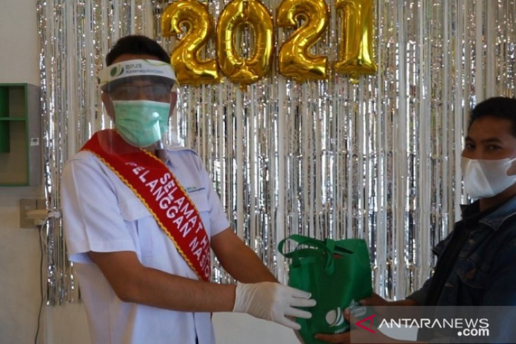 BPJamsostek Padang Sidempuan bagikan starter kit cegah COVID-19