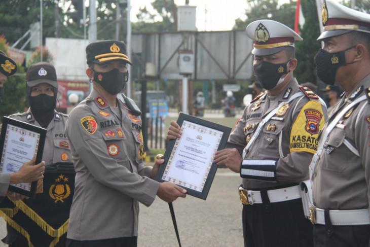 16 personil Polres Tabalong terima penghargaan