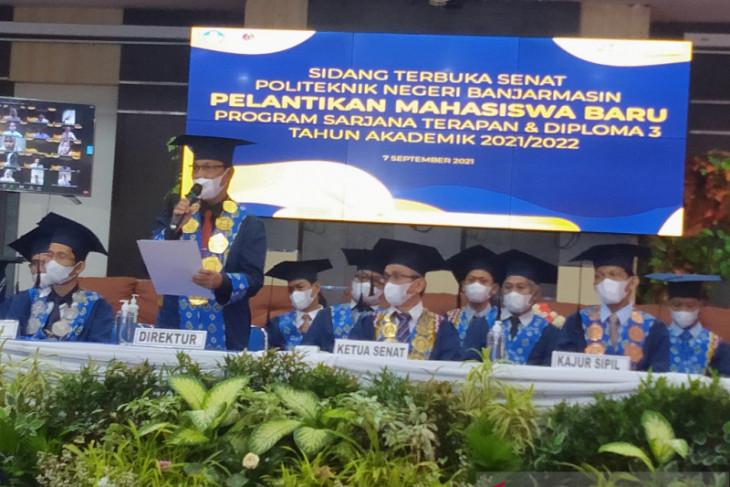 1.195 mahasiswa baru dilantik Senat Politeknik Negeri Banjarmasin