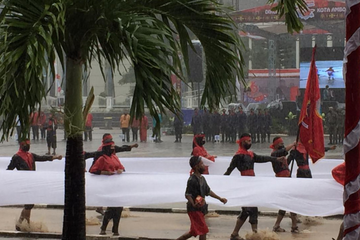 Upacara HUT ke-446 Kota Ambon meriah di tengah hujan