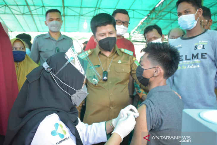 Bupati Satono apresiasi masyarakat Jawai antusias ikut vaksinasi