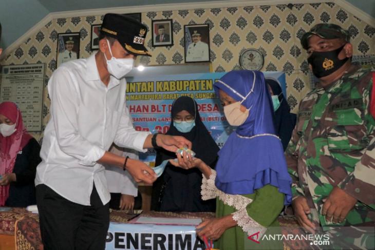 Saidi Mansyur salurkan BLT dana desa ke delapan kali