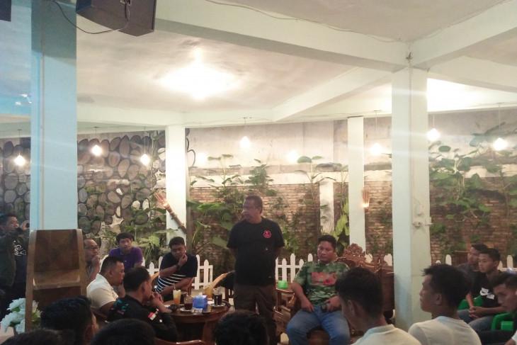 Pj Bupati Labuhanbatu janji bantu atlet sepak bola daerah hingga sukses