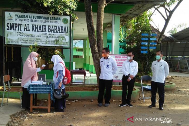 Tim Satgas COVID-19 Kecamatan Barabai monitoring PTM dan sosialisasi SAPAKU di SMPIT Al-Khair