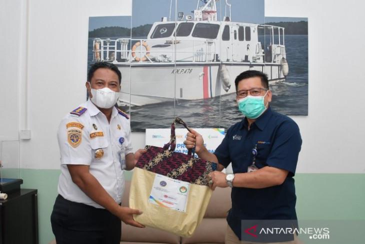 PKT Proaktif Salurkan 100 Paket Sembako Untuk Masyarakat Bontang