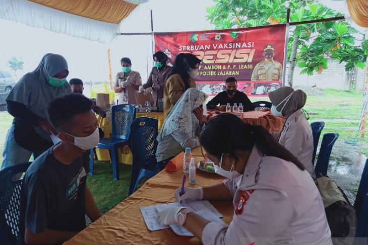 Ratusan warga Leihitu ikut serbuan vaksinasi presisi merdeka siwalima perangi corona