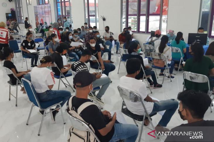 Vaksinasi massal PMI Maluku-ICRC di Ambon targetkan 700 orang perangi corona