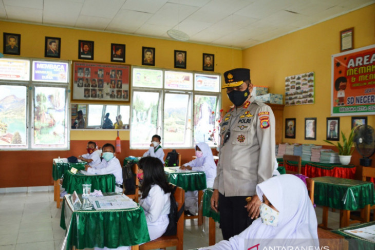 Kapolda Gorontalo pantau penerapan prokes di SDN 2 Telaga Biru