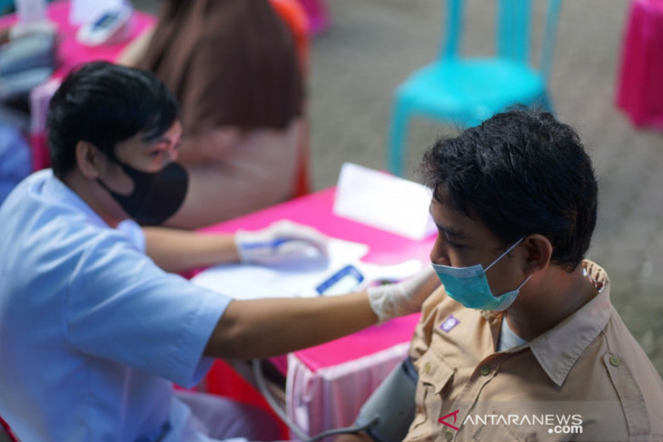 Gubernur Gorontalo tinjau vaksinasi COVID-19 di Torosiaje Laut