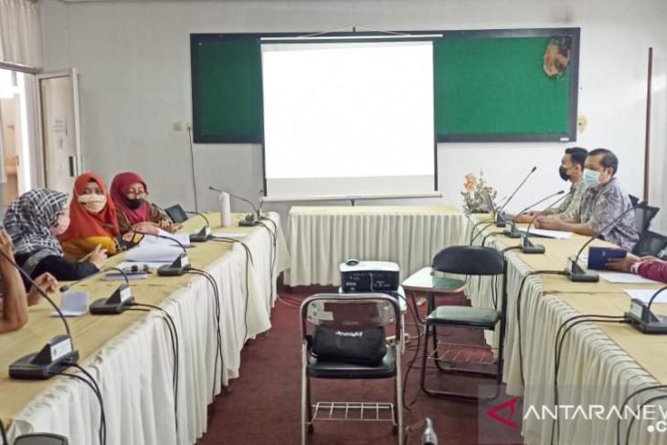 DPMPD bahas masukan Raperda inisiatif tentang percepatan pembangunan desa