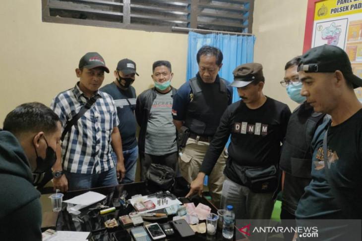 Polisi tangkap bandar dan tujuh pemakai narkoba di Binduriang