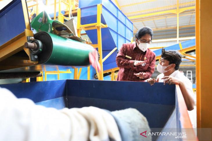 Pemkab Badung lakukan pengolahan sampah terpadu di TPST Samtaku