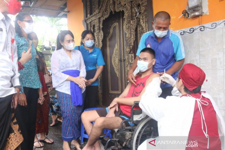 PKK Denpasar bersama Diskes jemput bola vaksinasi disabilitas