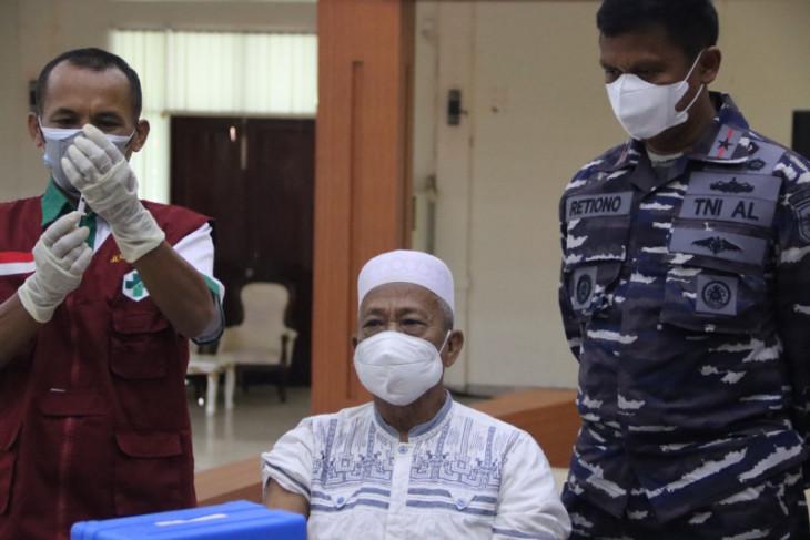 Guspurla Koarmada III gencar vaksinasi COVID-19 di wilayah operasi perangi corona