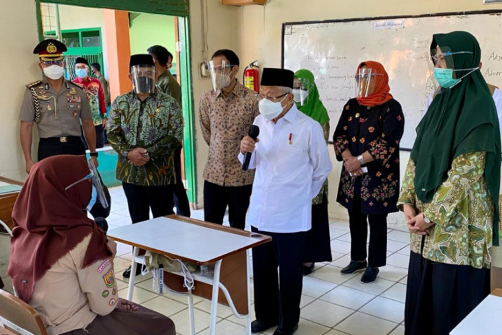 Wapres bersama Mendikbudristek tinjau PTM terbatas di Bogor