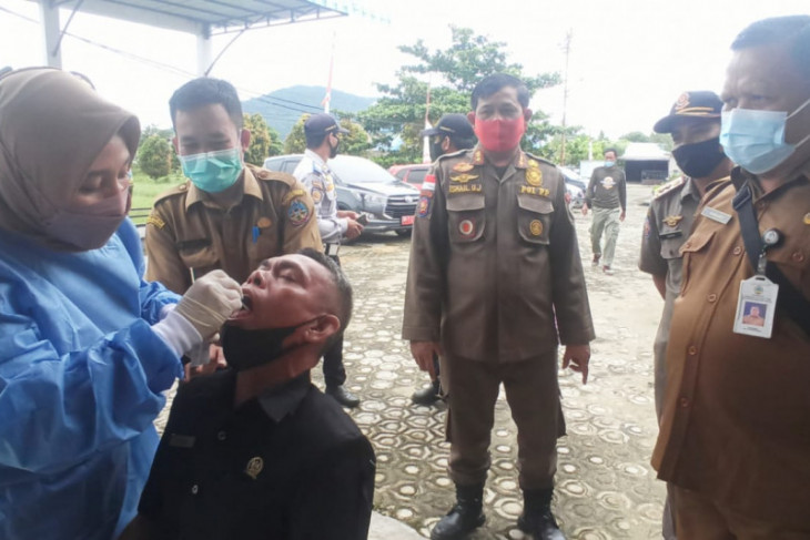 Sebagian besar staf sekretariat DPRD Kayong Utara telah divaksinasi