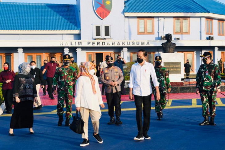 Presiden Jokowi didampingi Ibu Negara bertolak ke Sulsel tinjau vaksinasi
