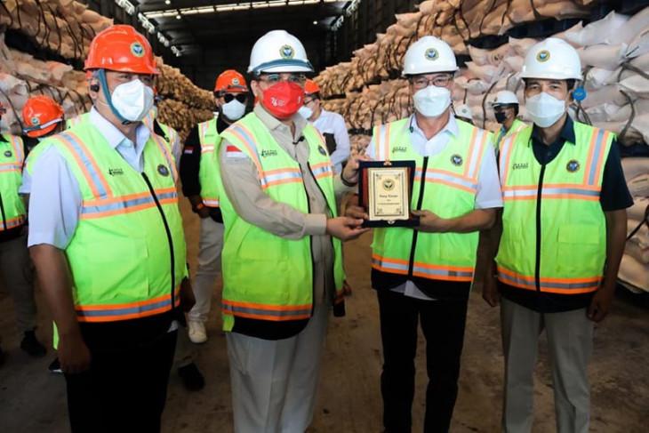 Wamenpan RI minta pabrik amonia PIM kembali berproduksi