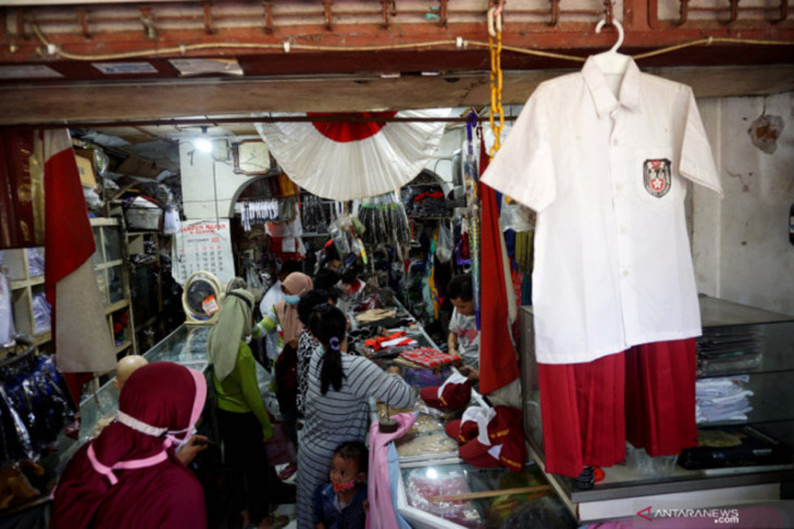 Surabaya's schools urged to involve MSMEs in supplying uniforms