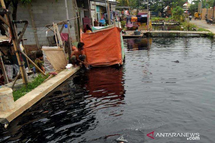 Enam dari tujuh sungai di Bekasi tercemar limbah industri