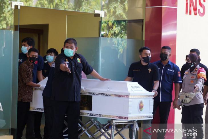 Kemenkumham serahkan dua jenazah korban kebakaran Lapas Tangerang pada pihak keluarga