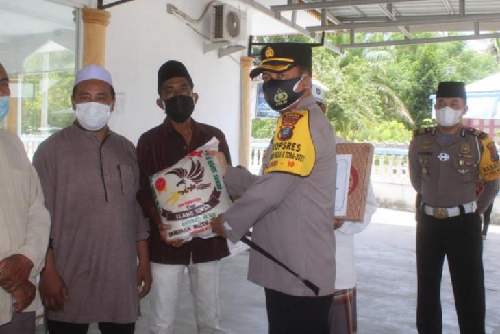 Polres Sergai bagikan sembako untuk warga Desa Sentang