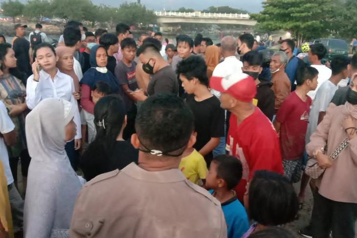 Tim SAR cari dua anak hanyut di Pantai Padang