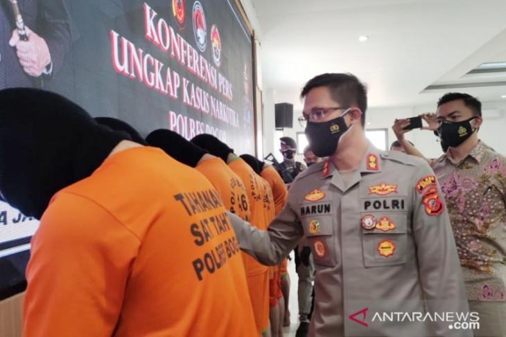 Polres Bogor ungkap peredaran biang tembakau sintetis dari China senilai Rp23 miliar (video)