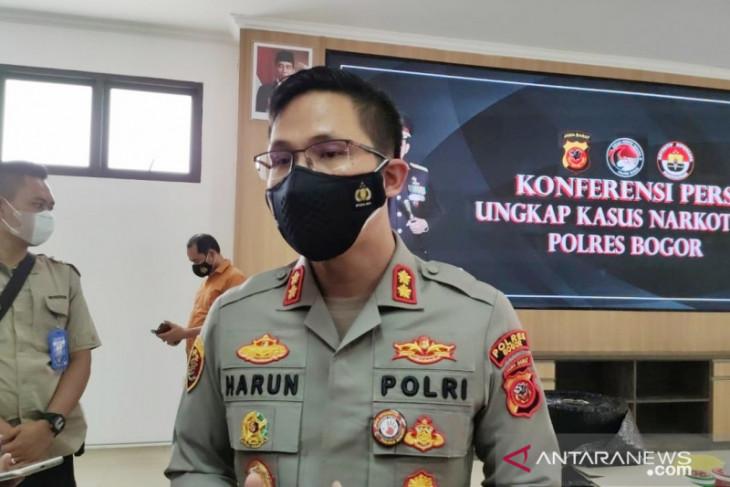 Polisi periksa plat hingga STNK pada penerapan ganjil-genap di jalur Puncak (video)