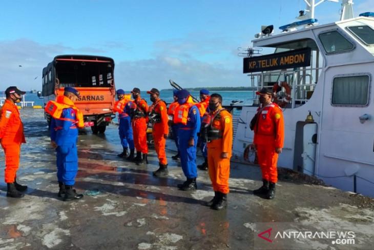Tim SAR rencanakan evakuasi 5 ABK korban KM Hentri terbakar ke Tual begini penjelasannya