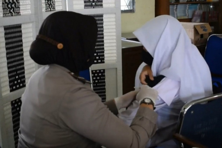 West Sumatra holds mass vaccination campaign for 250 thousand students