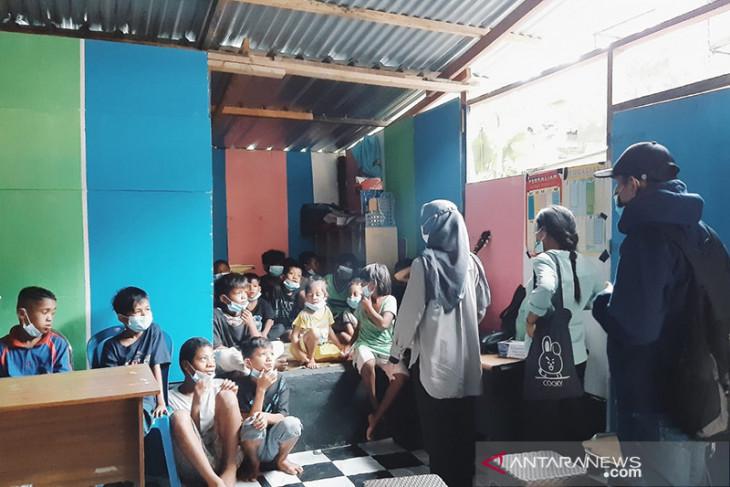 Komunitas perempuan berikan penyuluhan kepada anak jalanan di Ambon antisipasi kekerasan