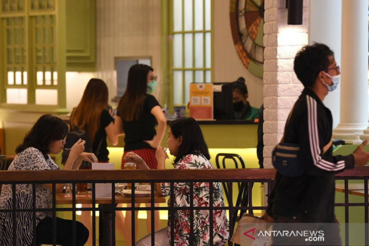 Jakarta Governor allows restaurants, cafes to operate until midnight