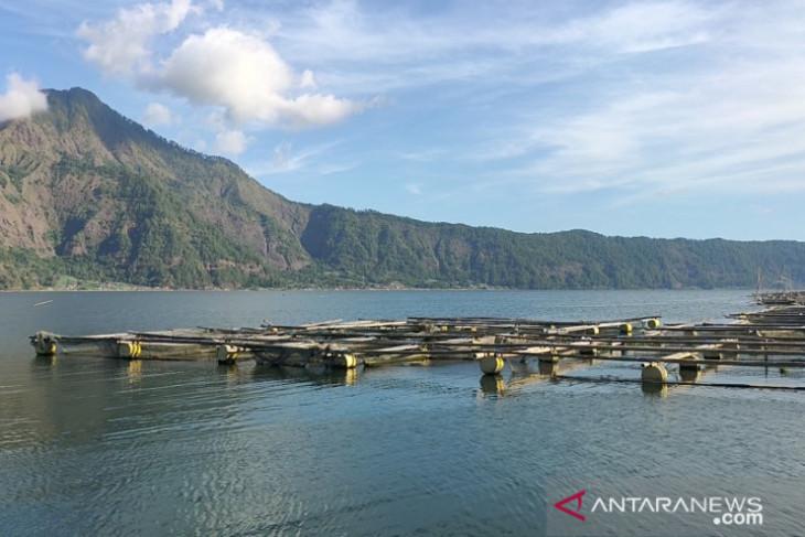 Keramba ikan di Danau Batur harus ditata agar tidak rusak pariwisata