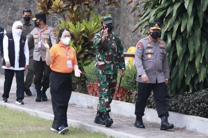 Kapolri dan Panglima TNI tinjau pelaksanaan vaksinasi di Malang