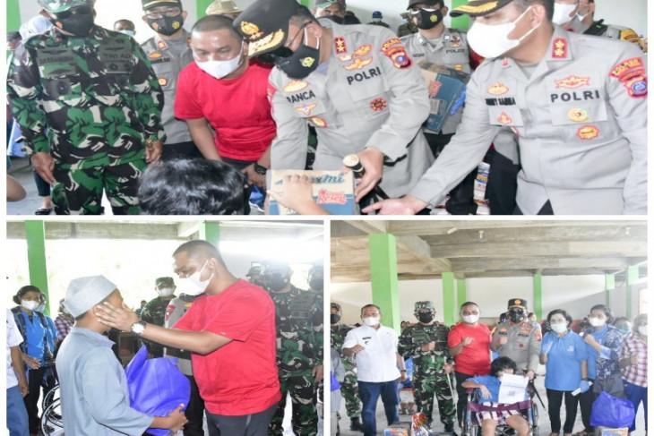 Pangdam, Kapolda dan bupati, tinjau vaksinasi sekaligus berikan bantuan kepada disabilitas di Tapteng