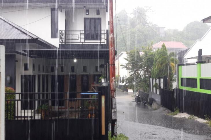 BMKG imbau warga di bantaran kali di Malut waspadai banjir antisipasi bencana alam