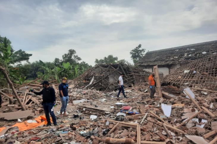 Dua orang tewas akibat ledakan diduga bom ikan di Pasuruan