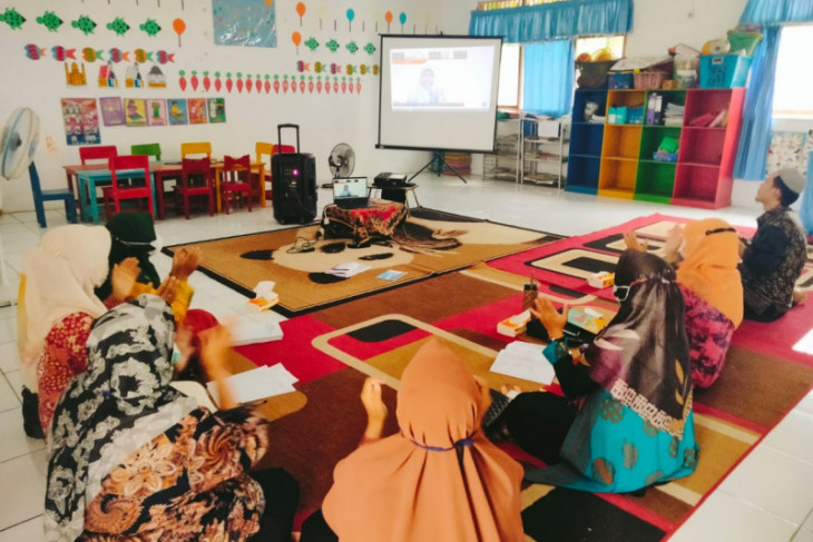 Adaro provides learn from home training for PAUD teachers