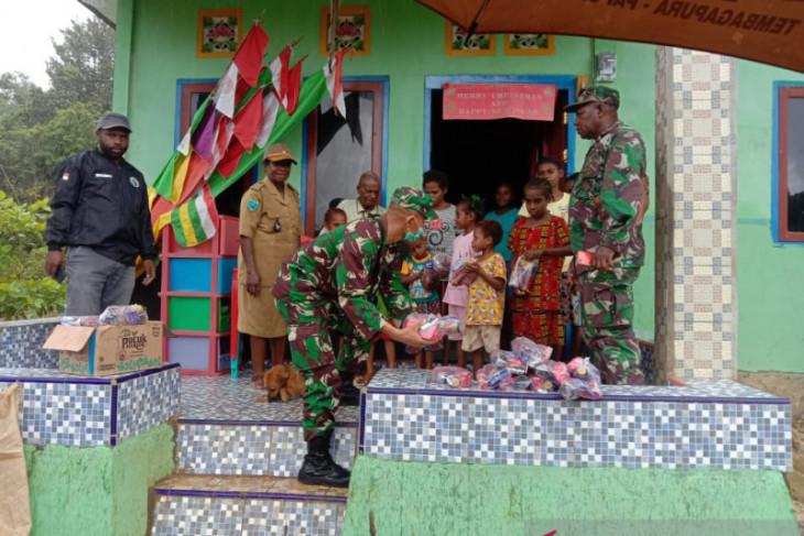 Kodim kabupaten Maybrat beri bantuan pengungsi Distrik Aifat