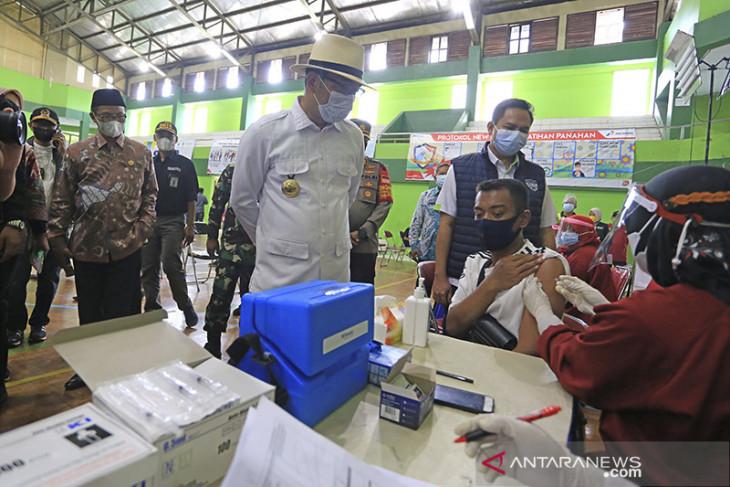 Ridwan Kamil tinjau gebyar vaksinasi Jabar Juara